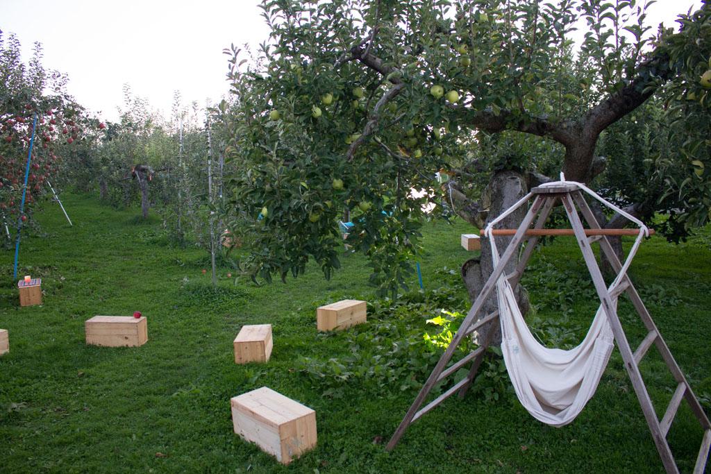 りんご箱が椅子がわり